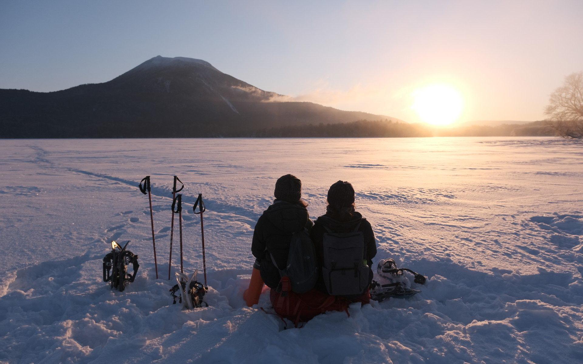 阿寒湖で日の出を待つ